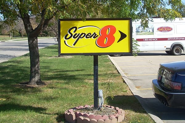 Hospitality Super 8 Directional